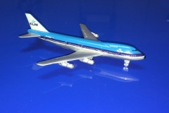 KLM (-200)